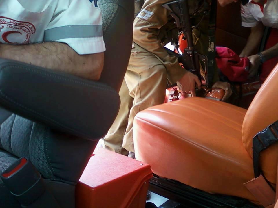 Scatto rubato. Militare israeliano che ispeziona un'ambulanza  nei pressi di Hebron.